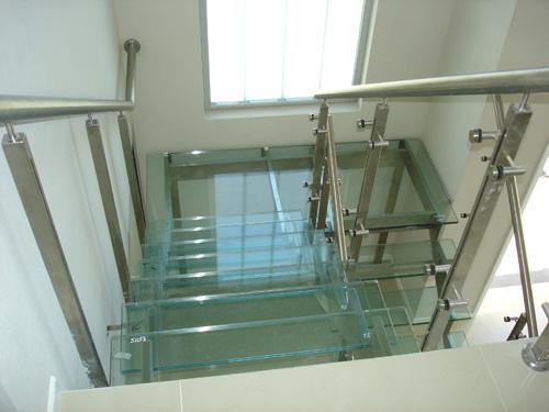 escalera acero inoxidable vidrio